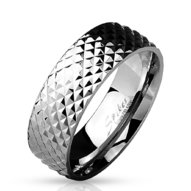 Oceľový prsteň - pyramídový vzor
